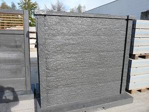betonschutting met granietmotief afwerking